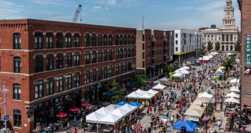the downtown farmer's market in des moines iowa